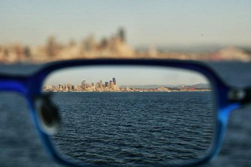 ¿Qué es la miopía y el astigmatismo?